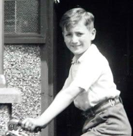 JohnLennon-Young[1].jpg