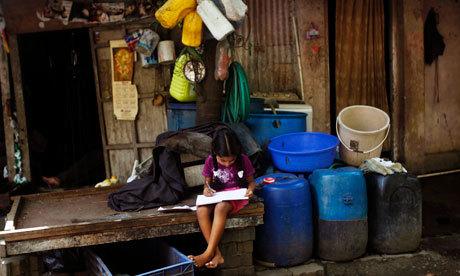 Girl-in-a-Mumbai-slum-008[1].jpg